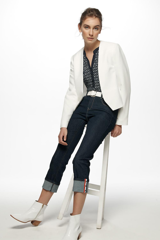 calca-jeans-detalhe-barra-02.83.011926401