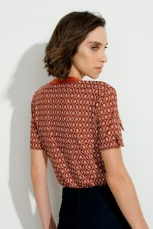 blusa-estampada-bolso-04.06.087904202